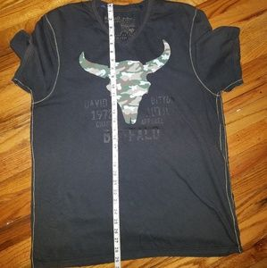 Buffalo David Bitton V neck Camoflage skull Tee